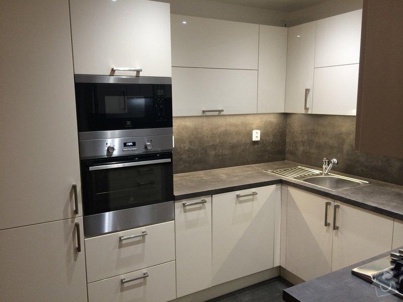 Kuchyň do tvaru U : NeatWood_kuchys_na_miru_folie_lesk_08