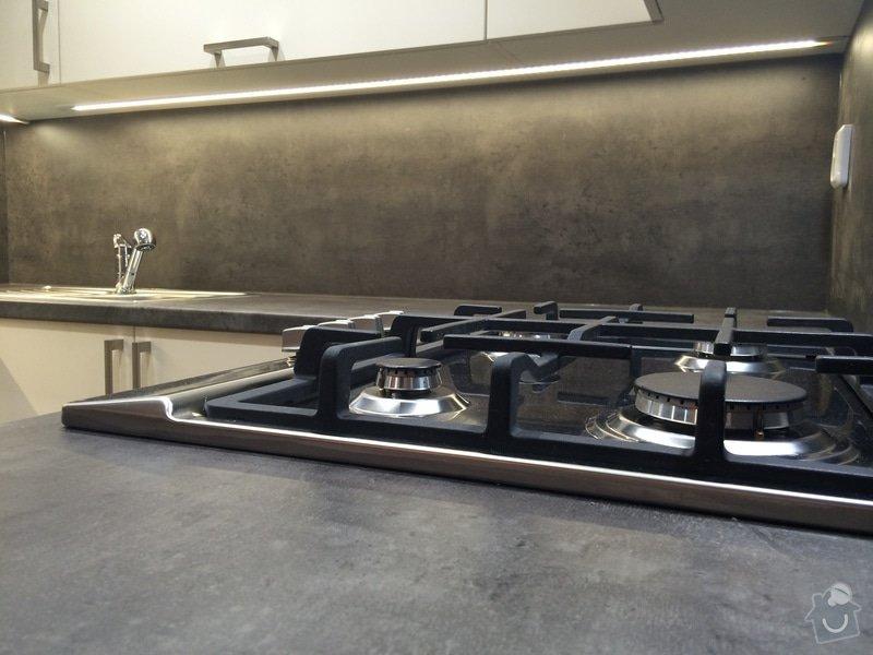Kuchyň do tvaru U : NeatWood_kuchys_na_miru_folie_lesk_09