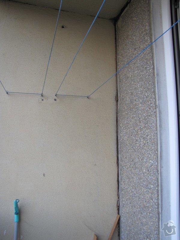 Oprava balkonu v panelaku: Roh_balkonu_-_diry_v_omitce_po_hmozdinkach