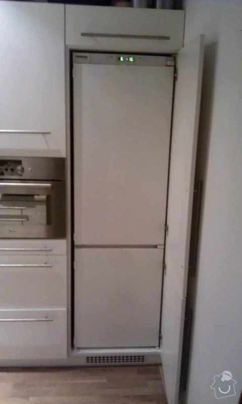 Přidělání dvířek k vestavné lednici z mrazákem: 2015-03-15_18.02.01