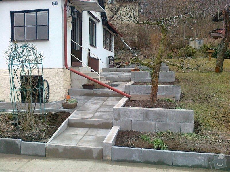 Rekonstrukce chodníku a zídek: 130320151195