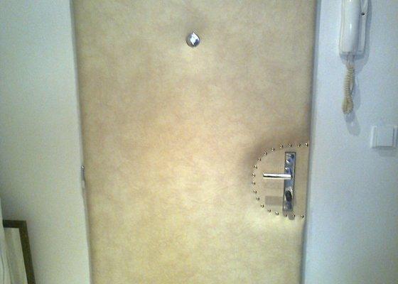 Čalonění vstupních dveří do bytu