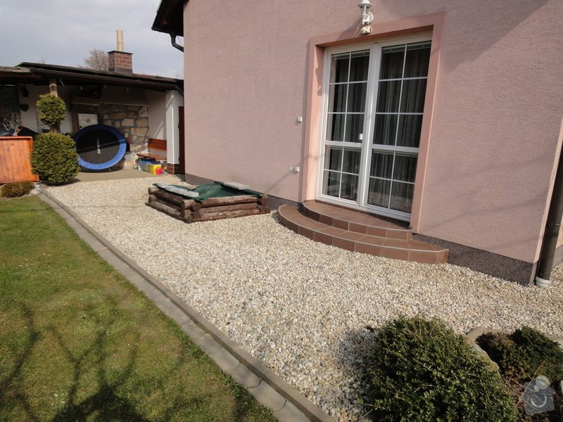 Pokládka zámkové dlažby okolo domu na klíč cca 90 m2 - dlažba vlastní: DSC05204