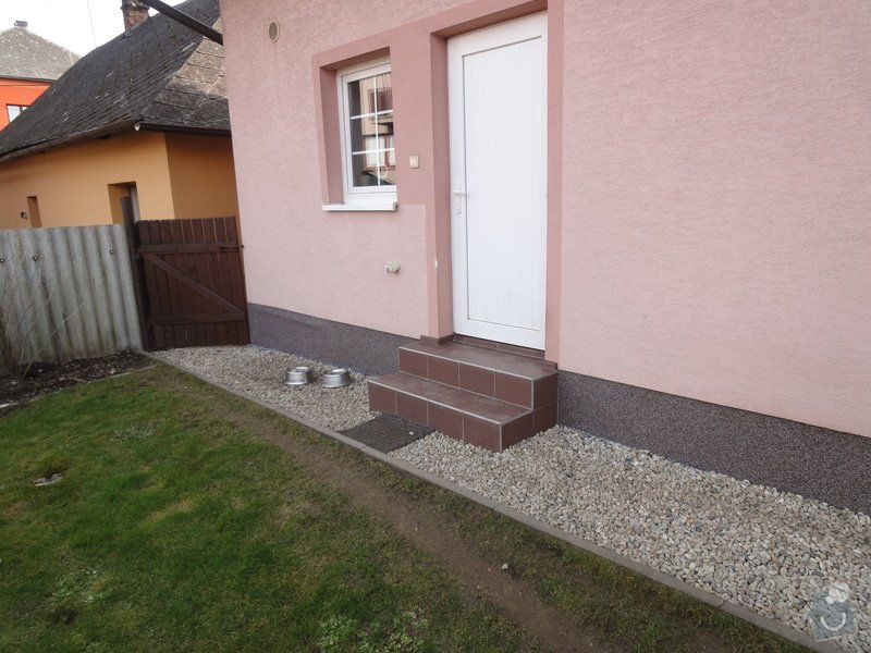 Pokládka zámkové dlažby okolo domu na klíč cca 90 m2 - dlažba vlastní: DSC05207