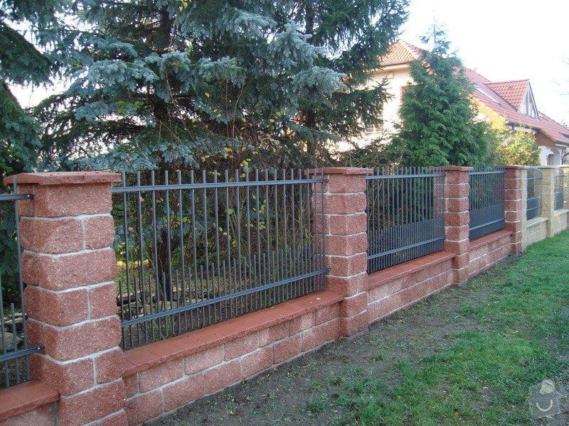 Stavba plotu ze štípaných tvárnic: DSC00774