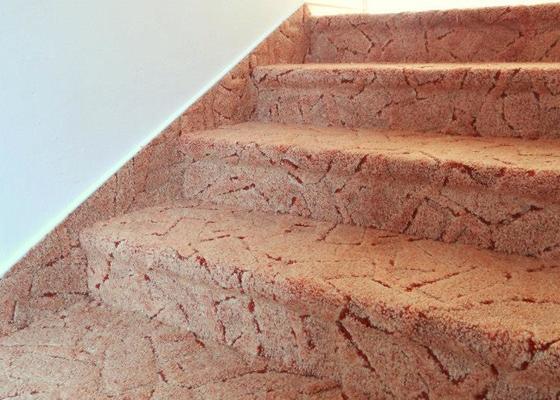 Pokládka koberce, obložení schodů.