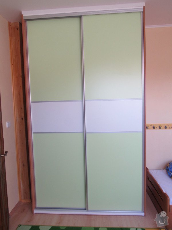 Úložné prostory v dětském pokoji: satni_zavrena