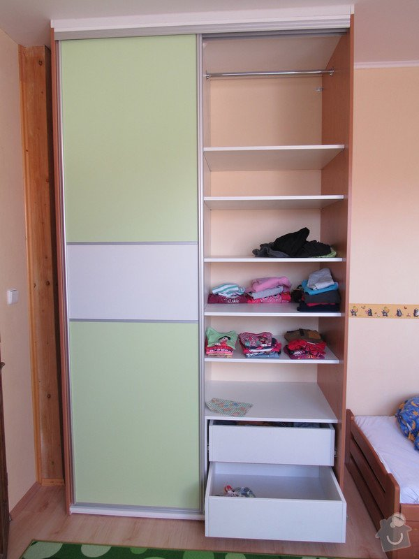 Úložné prostory v dětském pokoji: satni_skrin