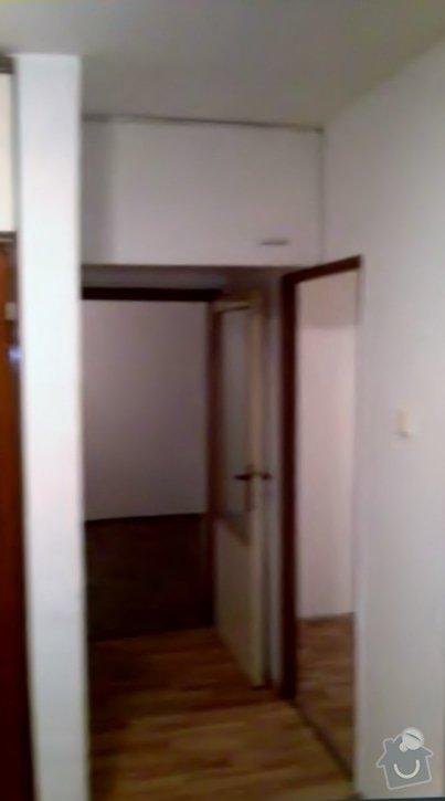 Rekonstruce bytu v panelovém domě: pred_-_chodba_II