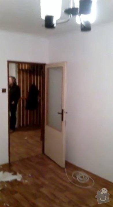 Rekonstruce bytu v panelovém domě: pred_-_ovyvak_chodba