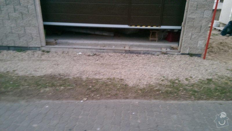 Zámková dlažba - vjezd do garáže: IMAG1698