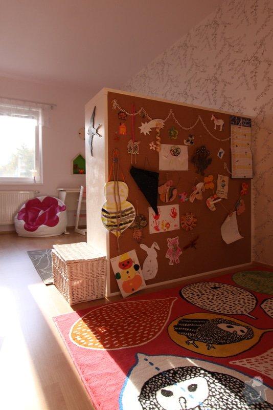 Design dětského pokoje: zada_skrine_slouzi_jako_nastenka