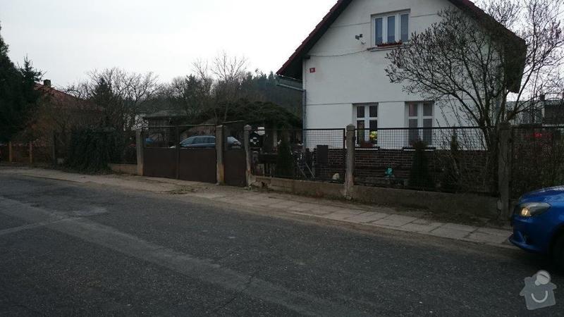 Plot,brána a okolí domu: celkovy_pohled_x
