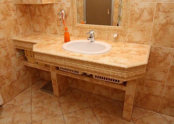 Mon. automatického kotle-mon. solárních panelu-rekonstrukce rozvodu vytápění vyměna otopných těles rekonstrukce koupelny  včetně výměny obkladu.