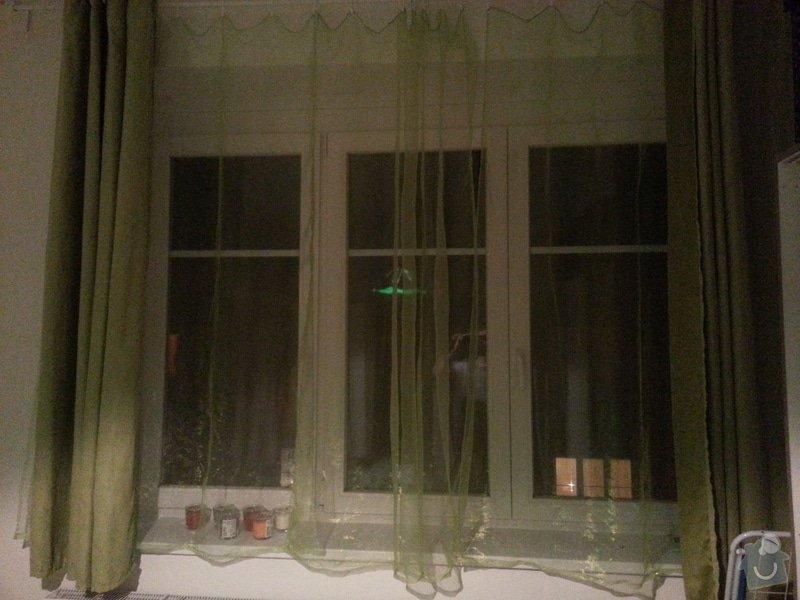 Vnitřní žaluzie a síť proti hmyzu: okno