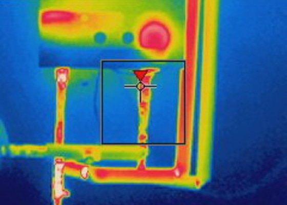 Kompletní rekonstrukce rozvodů elektřiny, topení (radiátory + podlahovka), zabezpečovací zařízení