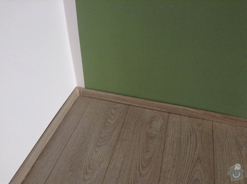 Malovani, položeni podlahy, vymena garnyže, prahu a dveři to vse zatim jen v jednom pokoji v panelovem byte.: IMG_0565