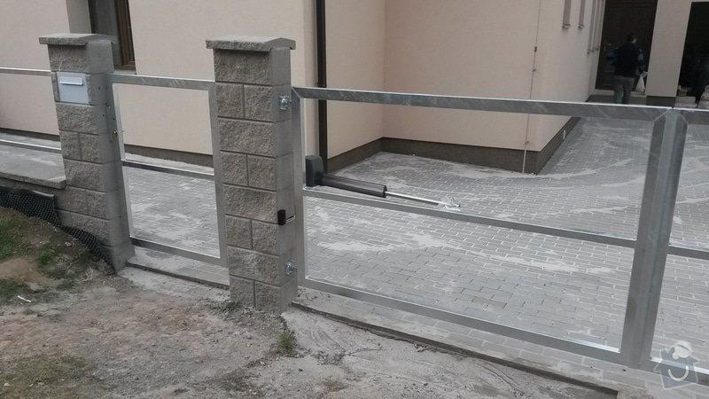 Dvoukřídlá brána, branka a plotová pole: 20150325_165755