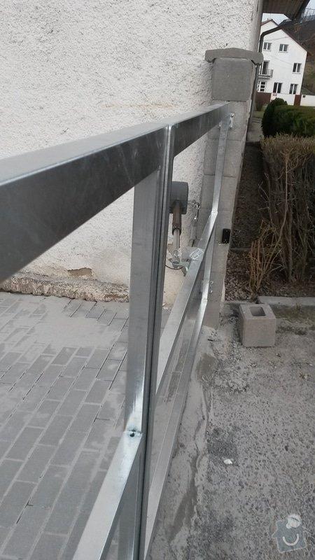 Dvoukřídlá brána, branka a plotová pole: 20150325_165811