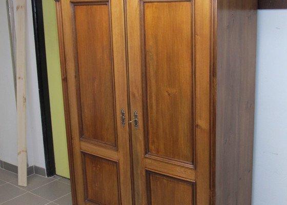Renovace dvou šatních skříní