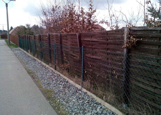 Výměna plotu z pletiva za dřevěné výplně