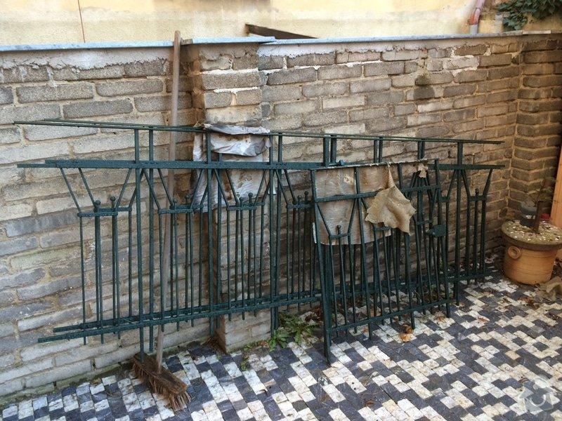Montáž zrekonstruovaného zábradlí na dvorku včetně vyřešení otvírání branky: IMG_3512_2