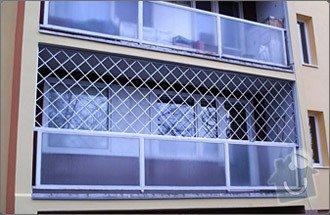 Zamřížování balkonu v přízemí: mrize