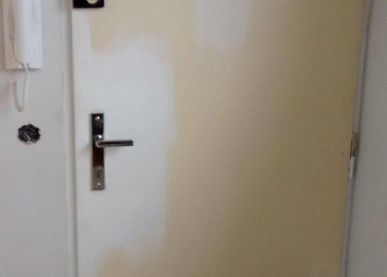 Kytování, broušení a lakování dveří