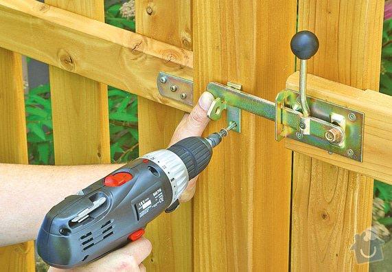 Montáž a dodávka nízkého dřevěného plotu s brankou: plot5
