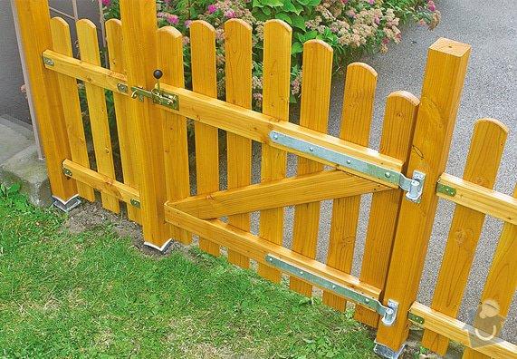 Montáž a dodávka nízkého dřevěného plotu s brankou: plot6