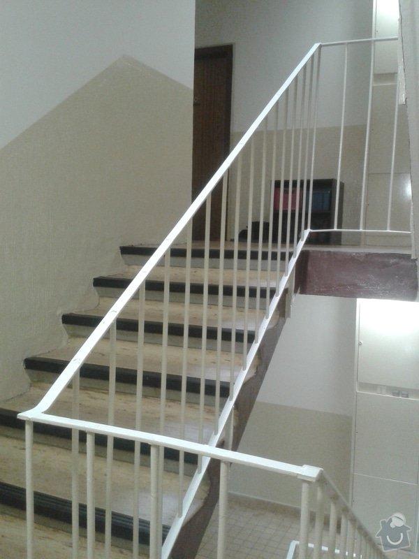 Madla/pouzdra na schodišťová zábradlí v panelovém domě: 20150412_120040