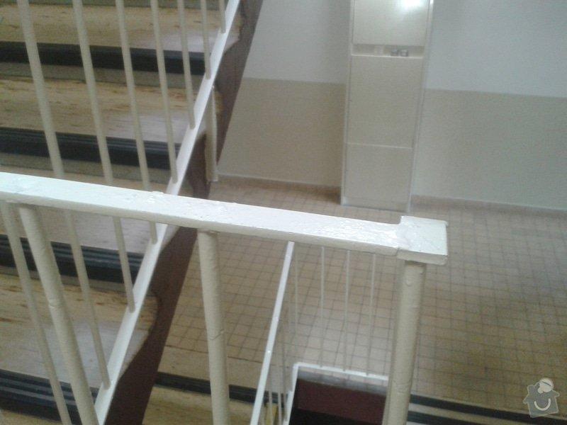 Madla/pouzdra na schodišťová zábradlí v panelovém domě: 20150412_120058