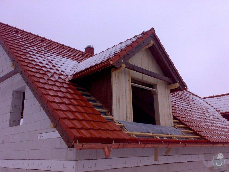 Střecha,arkýře,stropní trámy,dřevěný interier,schody: _000205_