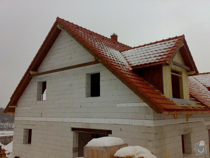 Střecha,arkýře,stropní trámy,dřevěný interier,schody: _000206_