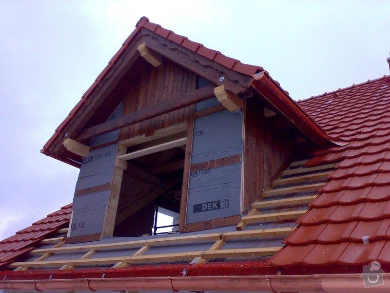 Střecha,arkýře,stropní trámy,dřevěný interier,schody: _000207_