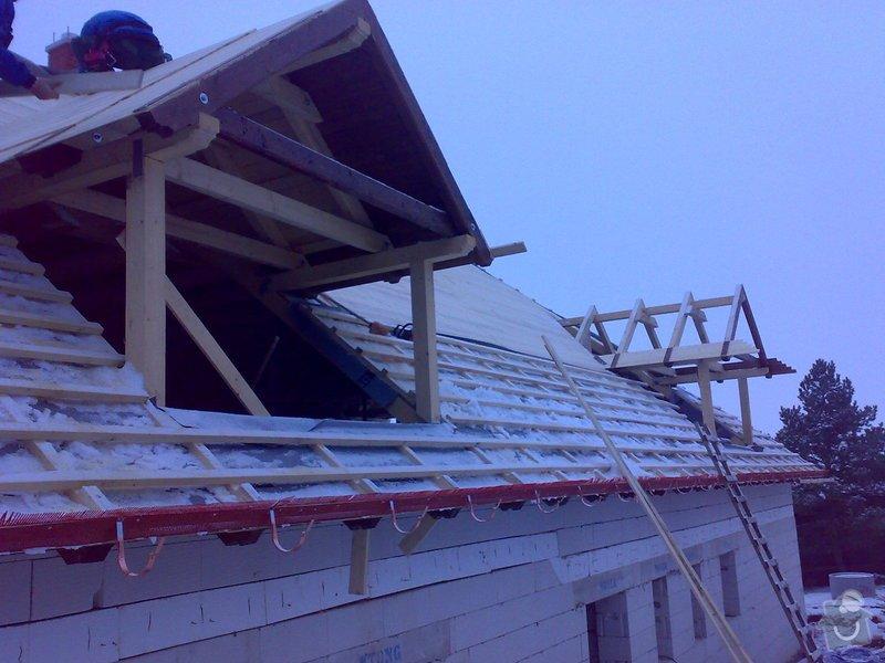 Střecha,arkýře,stropní trámy,dřevěný interier,schody: _000430_