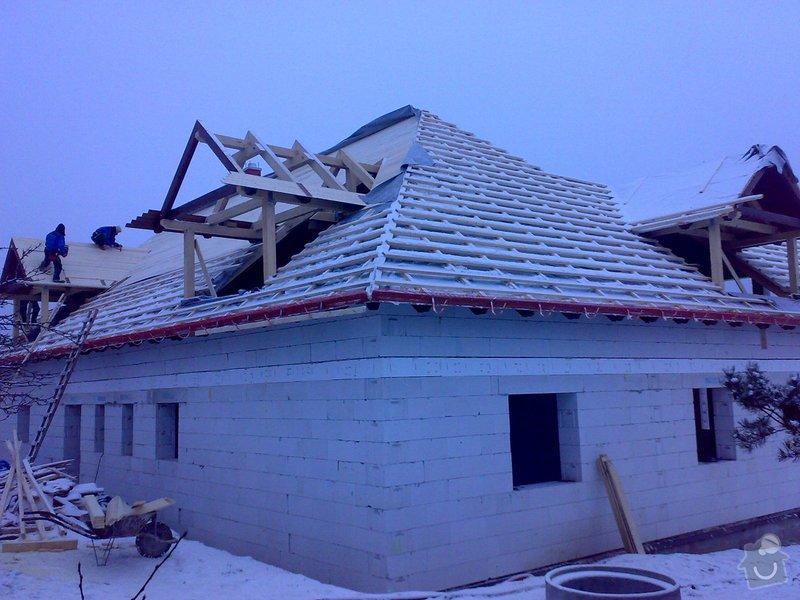 Střecha,arkýře,stropní trámy,dřevěný interier,schody: _000431_