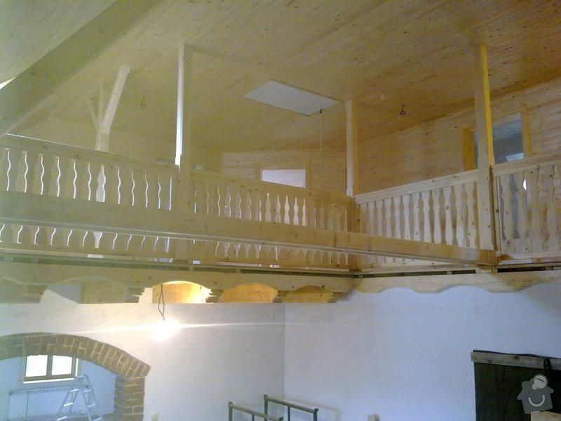 Střecha,arkýře,stropní trámy,dřevěný interier,schody: 18022011399
