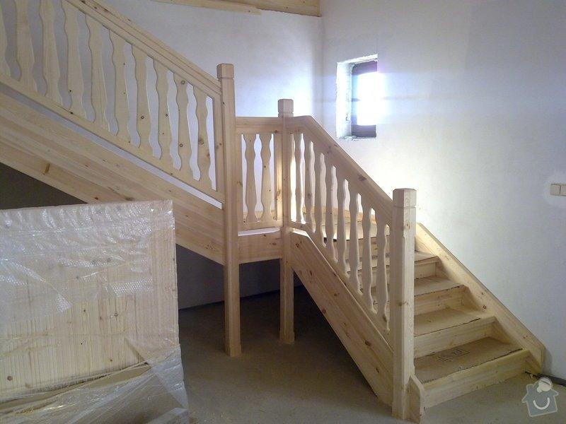 Střecha,arkýře,stropní trámy,dřevěný interier,schody: 25022011417