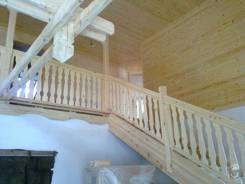 Střecha,arkýře,stropní trámy,dřevěný interier,schody: 25022011418