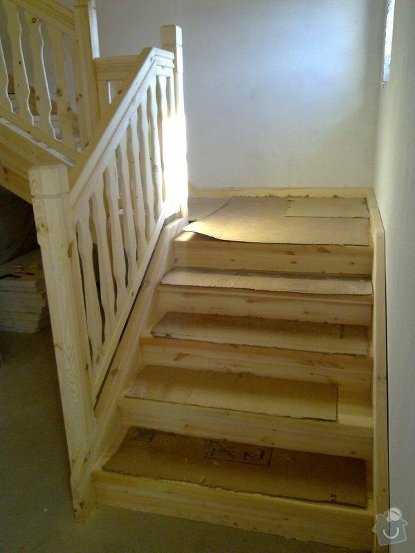 Střecha,arkýře,stropní trámy,dřevěný interier,schody: 25022011419