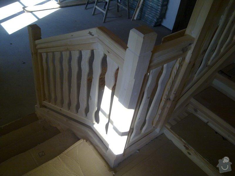 Střecha,arkýře,stropní trámy,dřevěný interier,schody: 25022011420
