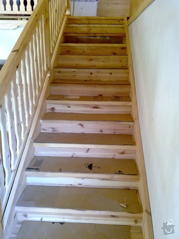 Střecha,arkýře,stropní trámy,dřevěný interier,schody: 25022011421