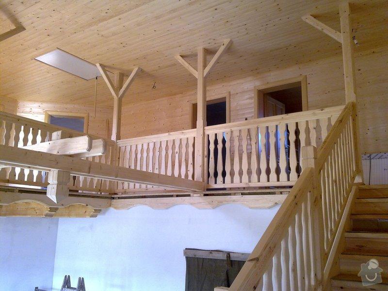 Střecha,arkýře,stropní trámy,dřevěný interier,schody: 25022011422