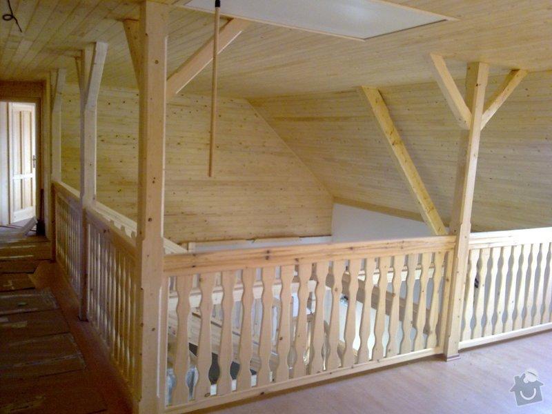 Střecha,arkýře,stropní trámy,dřevěný interier,schody: 25022011426