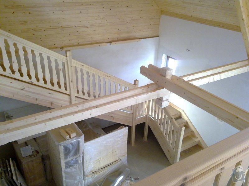 Střecha,arkýře,stropní trámy,dřevěný interier,schody: 25022011427