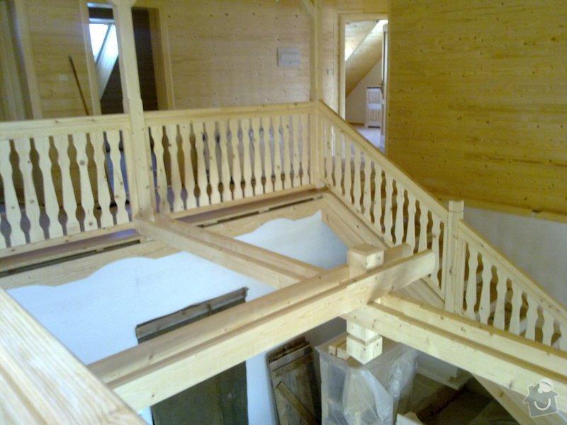 Střecha,arkýře,stropní trámy,dřevěný interier,schody: 25022011428
