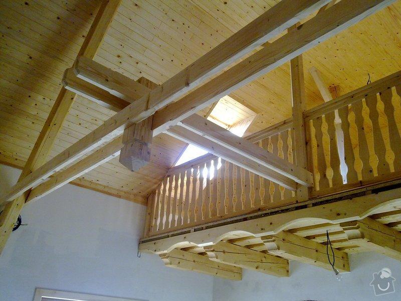 Střecha,arkýře,stropní trámy,dřevěný interier,schody: 25022011429