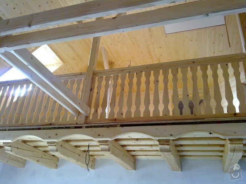 Střecha,arkýře,stropní trámy,dřevěný interier,schody: 25022011430