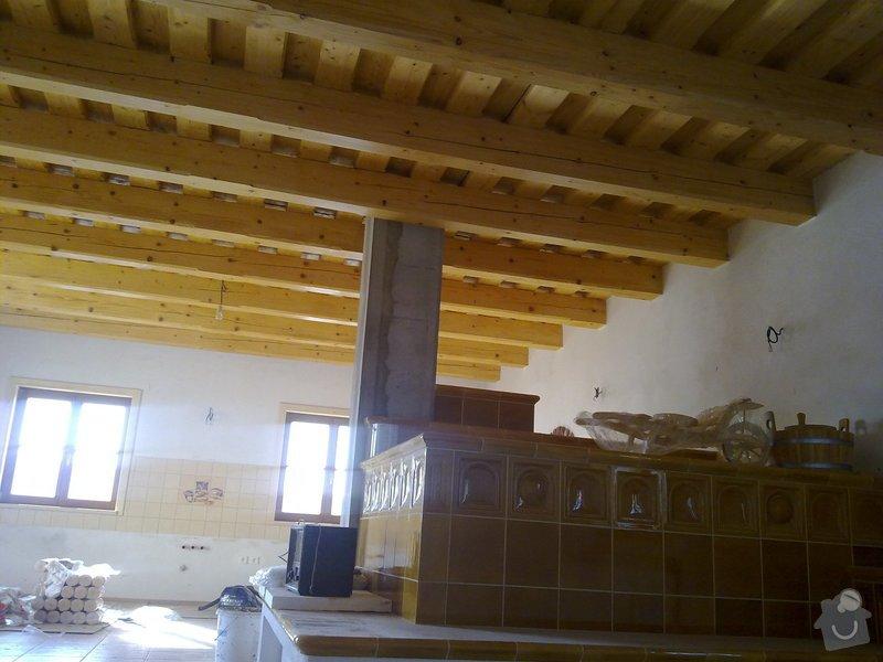 Střecha,arkýře,stropní trámy,dřevěný interier,schody: 25022011432